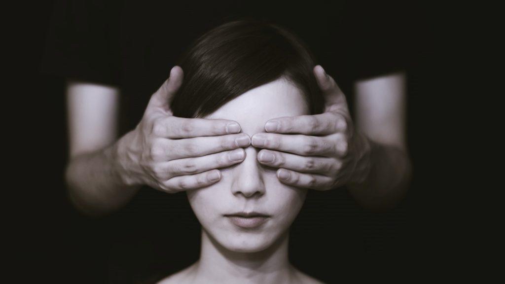 Blindenparcour als Vertrauensbeweis